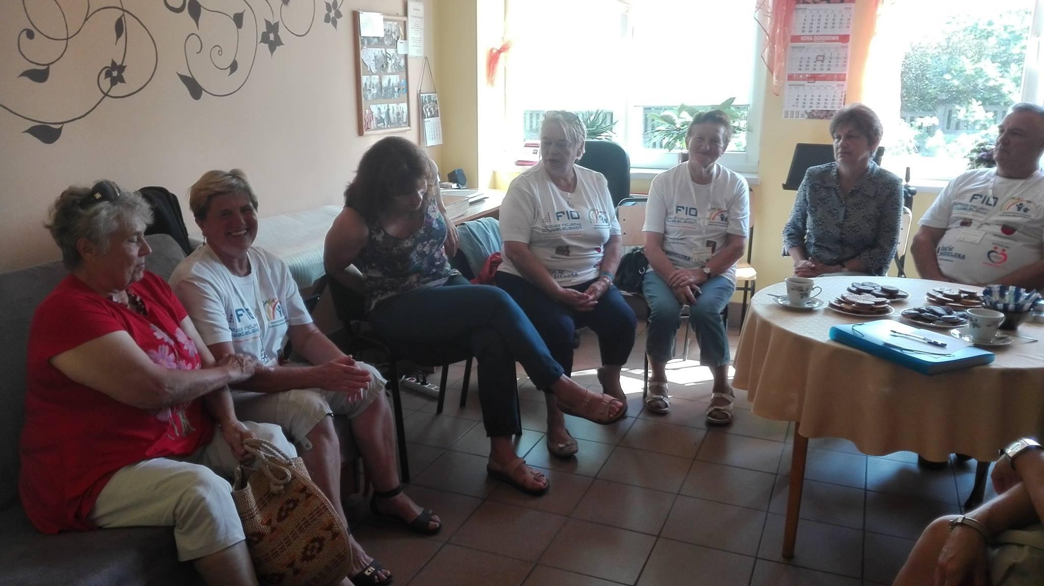 """Wolontariusze w WTZ, źródło: Profil Facebook Fundacji """"Bądźmy Razem"""""""